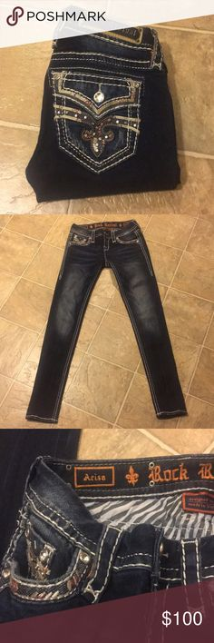 Rock Revival skinny jeans🖤 Size 25 skinny jeans. Like new! No flaws! Looking to trade for other rock Revival skinny jeans in a size 27-28.    Or for vs pink clothing ❤️Make an offer :) bundle to save Rock Revival Jeans Skinny