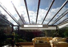 Con un techo de cristal conseguimos la sensación de espacios amplios.
