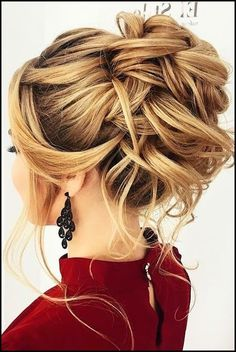40 Homecoming Hairstyles for Long Hairstyles in Homecoming despite the fact that it is a less formal occasion, regardless you will need to parade a chic homecoming haircut. Your hair updos do need t. Hairstyle Bridesmaid, New Bridal Hairstyle, Unique Wedding Hairstyles, Homecoming Hairstyles, Bride Hairstyles, Hairstyles 2018, Modern Hairstyles, Hairstyle Ideas, Beautiful Hairstyles