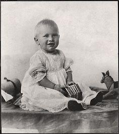 Der spätere Präsident der USA Gerald R. Ford, Jr. als Kind mit einer Spielzeug-Concertina im Juni 1914. Quelle: Gerald R. Ford Presidential Library and Museum, Ann Arbor, Michigan. Stichworte: #Accordion #Player #Celebrity #Concertina #Photography #Vintage
