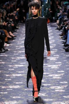 #Rochas  #fashion  #Koshchenets      Rochas Fall 2016 Ready-to-Wear Collection Photos - Vogue