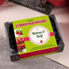 persönliche Holzkiste mit Saatgut für Erdbeeren