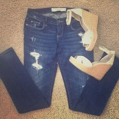 A&F distressed perfect stretch jeans A&F distressed perfect stretch jeans. Size 25. Abercrombie & Fitch Jeans Skinny