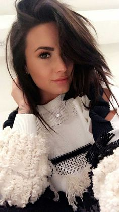 Image uploaded by Devonne. Find images and videos about beauty, demi lovato and demi on We Heart It - the app to get lost in what you love. Selena Gomez, Demi Lovato Style, Demi Lovato 2017, Demi Lovato Makeup, Demi Lovato Hair, Demi Love, Camp Rock, Foto Casual, Divas