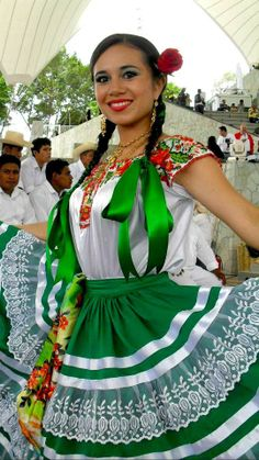 Oaxaca traditional dress          ...............posted by Deltoro                          ....google search