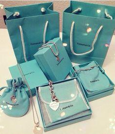 Tiffany Jewelry, Tiffany E Co, Tiffany Rings, Tiffany Bracelets, Azul Tiffany, Tiffany Necklace, Opal Jewelry, Tiffany Blue, Luxury Jewelry