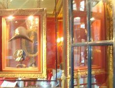 MONTREAL TRAVEL MUSE: Napoleon's hat in Le Procope: Napoleon's favourite hangout...