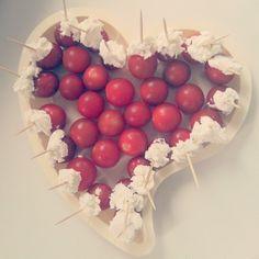 Tomate cerise et chèvre !! Hmmmm ! #apero #aperitif #tomate #chevre #fromage #recette #assiette #plastique #jetable