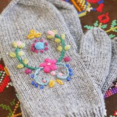 Folk Embroidery Patterns handknitted mittens with folk embroidery … Wool Embroidery, Learn Embroidery, Hand Embroidery Designs, Embroidery Patterns, Knitting Patterns, Indian Embroidery, Embroidery Stitches, Knit Mittens, Embroidery Techniques