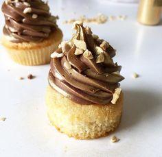 Cette recette de Cupcake c'est comment dirais-je ? Tout simplement la base ! Un biscuit moelleux à souhait un coeur ultra gourmand et un topping nuttela vien crémeux quelques éclats de noisette pour vous savez le fameux côté croquant que j'aime tant.....