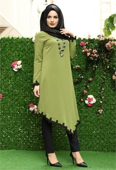 Nehir Etek Güpürlü Uzun Tunik Yeşil 9153 Pakistani Fashion Casual, Pakistani Dresses Casual, Abaya Fashion, Fashion Dresses, Muslim Women Fashion, Islamic Fashion, Stylish Dresses For Girls, Kurta Designs Women, Designs For Dresses