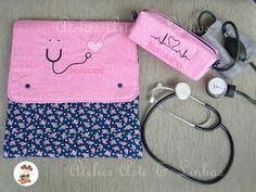 Porta jaleco com bolso para guardar estetoscópio e necessaire para aparelho de pressão. Kit confeccionado em tecidos 100% algodão , estrutur...