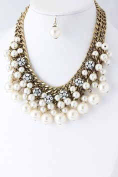 Tophatter : Vintage Pearl and Crystal Statement Necklace