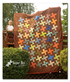 cute quilt for a boy's room - - -Sugar Bee Crafts: Whirlygig Quilt - Finished! Quilting Projects, Quilting Designs, Sewing Projects, Quilting Ideas, Quilt Patterns, Cute Quilts, Small Quilts, Twister Quilts, Quilt Tutorials