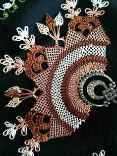 This Pin was discovered by iğn Needle Tatting, Needle Lace, Bobbin Lace, Cute Hipster Outfits, Crochet Turtle, Hanging Mason Jars, Designs For Dresses, Lace Jewelry, Decorated Jars