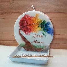 Die Regenbogenbaum Kerze, sie verbindet Himmel und Erde und ist ein Symbol von sichtbar gemachtem Licht. Alle Farben des Lichtes spiegeln sich im Regenbogen wieder. Viele Menschen sind fasziniert von der Schönheit eines Regenbogens, denn dieser hat etwas mystisches an sich. Desserts, Food, Rain Bow, Candles, Tree Structure, People, Tailgate Desserts, Deserts, Eten