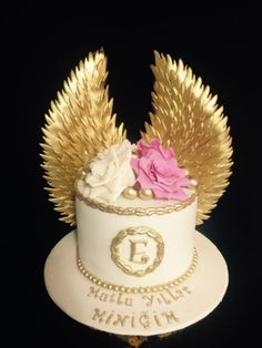 Angel Wings Cake – Cake by One Love Pastry – presents for girls Baby Boy Cakes, Cakes For Boys, Angel Baby Shower, Christening Cake Boy, Angel Theme, First Communion Cakes, Girl Birthday Themes, Gateaux Cake, Presents For Girls