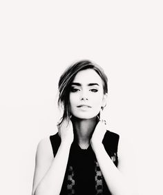 lily Collins is ridiculously pretty