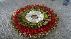 Although time consuming, this holiday tree skirt tutorial is easy to follow and totally worth it!
