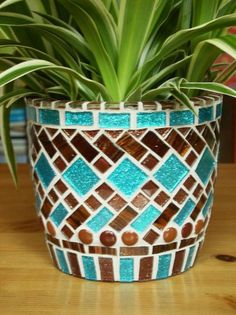 The best Mosaic pots ideas Mosaic Planters, Mosaic Vase, Mosaic Flower Pots, Mosaic Diy, Mosaic Garden, Mosaic Crafts, Mosaic Projects, Mosaic Tiles, Pebble Mosaic