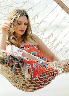 Sexy Elizabeth Olsen in a hammock net, I love her sexy ass in a net. Elizabeth Chase Olsen, Elizabeth Olsen Scarlet Witch, Olsen Sister, Mary Kate Olsen, Elisabeth, Actrices Hollywood, Ashley Olsen, Beautiful Celebrities, Beautiful People