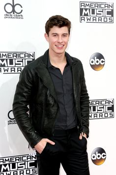In Los Angeles last night, Shawn Mendes attended the 2016 American Music  Awards wearing Emporio Armani. 3d2e88f86ca