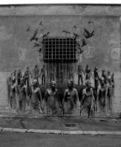 Sokak sanatı örneklerine dünyanın birçok yerinde rastlamak mümkün. Ortaya çıkardıkları işlerle görenleri hayrete düşüren sokak sanatçıları yaratıcılıkta sınır tanımıyor. İşte birbirinden ilginç sokak sanatı eserleri.  - Diğer - Habertürk Galeri