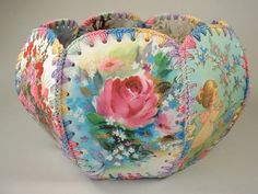 Vintage Greeting Card Basket with a wonderful shabby chic look! Christmas Card Crafts, Diy Christmas Ornaments, Christmas Projects, Greeting Card Box, Vintage Greeting Cards, Hexagon Box, Card Basket, Crochet Box, Box Patterns