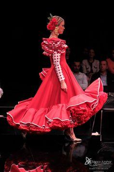 Pedro Béjar nos maravilla con #OMNIUM donde #BlancoAzahar ha tenido el placer de colaborar con sus #Floresdeflamenca . Simof 2018 - Salón Internacional de Moda Flamenca 2018 en Fibes Sevilla. Colección que toma el nombre originario de la localidad natal del diseñador, #Hinojos. #PedroBéjar #moda #fashion #ModaFlamenca #Sevilla #TrajesdeFlamenca #Simof #photography by @LolaMontiel Dot Dress, Victorian, Dresses, Fashion, Xmas, Orange Blossom, Flamingo, Vestidos, Moda