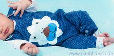 Nähfrosch Nähen für Baby Strampler Warme Füßchen Schnittmuster von Yvarpunkt Sommersweat Delta3 in dunkelblau von Astrokatze Plotterdatei Löwe von KleineGöhre Sewing for Kids Roomper plotter