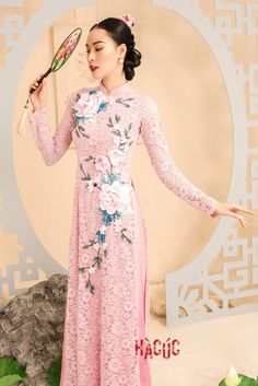 Traditional Gowns, Traditional Wedding, Traditional Clothes, Vietnamese Traditional Dress, Vietnamese Dress, Ao Dai, Fancy Kurti, Asian Fashion, Chinese Fashion