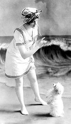 1913, A day at the seashore