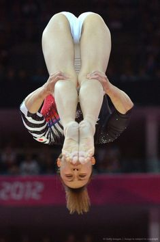 Gymnastics Pictures, Sport Gymnastics, Artistic Gymnastics, Nude Bodycon Dresses, Gymnastics Flexibility, Crotch Shots, Gymnastics Photography, Yoga Pictures, Hot Cheerleaders