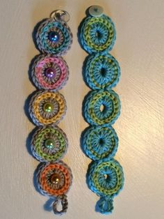 Crocheted bracelet - easy and quick - crochet fever - Crocheted bracelet more - Quick Crochet, Crochet Art, Double Crochet, Single Crochet, Crochet Hooks, Free Crochet, Bracelet Crochet, Crochet Earrings, Knitting Patterns