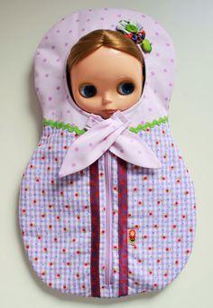 https://www.etsy.com/es/listing/230562869/blythe-matryoshka-carrier-bag-sleepsack?ref=sr_gallery_16