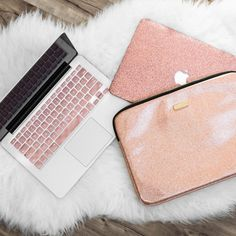 Save OVER 15% when you bundle the Laptop sleeve, Macbook Case, and keyboard cover together. + Includes: Rose Gold Laptop Sleeve, Rose Gold Glitter Macbook Case, Rose Gold Keyboard cover  M A C B O O K . D E T A I L S   Rose Gold Glitter Macbook Case- Leather  D E T A I L S • Apple cut out to allow the logo to shine • Made with a durable, hard plastic • Comes with a BLACK bottom case that is perforated to allow your Macbook to vent. • Find more products at our official website Embrishop.com…