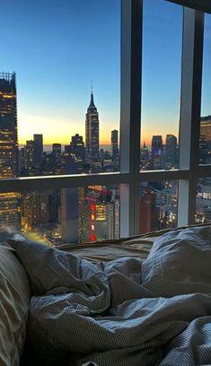 Apartment View, Dream Apartment, New York Life, Nyc Life, City Aesthetic, Travel Aesthetic, Retro Aesthetic, Aesthetic Girl, Building Aesthetic