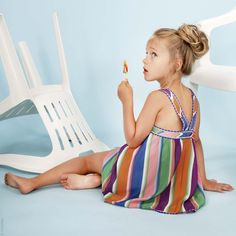 Missoni girls knitwear brights for spring 2016 Deckchair striped beach dress at Missoni girls fashion spring/summer 2016 Little Girl Fashion, Fashion Kids, Spring Fashion, Ny Fashion, Runway Fashion, Fashion Design, Missoni, Summer Kids, Summer 2016