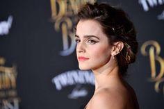 Emma Watson rebate críticas à foto com os seios quase à mostra