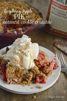 Raspberry Apple Pie with Oatmeal Cookie Crumble - Sugar Dish Me Pie and Cookies all in one! #BRMHolidays #CleverGirls