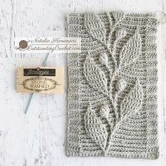 Couldn't resist to complete this swatch yesterday night. This time out of legendary Scheepjes Stone Washed yarn (cotton / acrylic; Crochet Stitches Patterns, Crochet Designs, Stitch Patterns, Knitting Patterns, Crochet Cable, Crochet Lace Edging, Hand Crochet, Diy Crafts Crochet, Crochet Projects