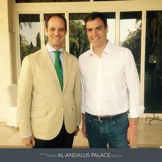 Pedro Sánchez eligió el Hotel Silken Al Andalus en Sevilla para alojarse durante un acto de campaña. En la foto junto al director del hotel, Alberto Blanca. http://www.hoteles-silken.com/hoteles/al-andalus-sevilla/