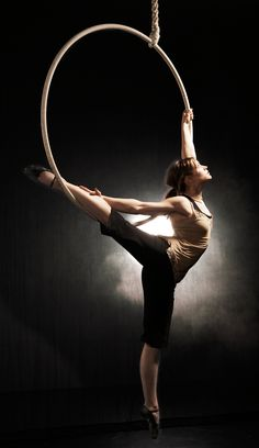 """My latest fitness obsession. """"Aerial Hoop Lilli Mühleisen"""" so much love ❤️❤️❤️"""