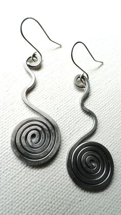 Handmade hammered aluminum wire earrings in a by Dreswireddesigns