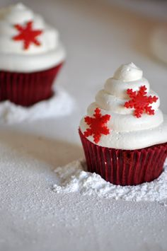 red velvet cupcakes con snowflakes