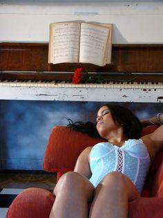 Daniele Limah sensualiza em belíssimo ensaio sensual.