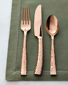 Copper and green. Paris Hammered Flatware Service by HAMPTON FORGE at Horchow. Copper colored forks, knives, and spoons, table utensils Copper Rose, Hammered Copper, Kitchen Decor Themes, Kitchenware, Tableware, Home Furnishings, Dinnerware, Kitchen Dining, Sweet Home