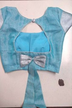 Blouse Back Neck Designs, Kids Blouse Designs, Simple Blouse Designs, Stylish Blouse Design, Sari Blouse Designs, Designs For Dresses, Blouse Simple, Hand Designs, Sari Design