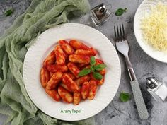 Egyszerű paradicsomos gnocchi Shrimp, Carrots, Strawberry, Meat, Vegetables, Fruit, Gnocchi, Tableware, Kitchen