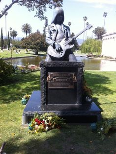 Monument for Johnny Ramone, (of the band, The Ramones), who passed away from prostate cancer in Taken at the Hollywood Forever Cemetery. I visit this grave every year, while attending movies in the cemetery. Cemetery Monuments, Cemetery Statues, Cemetery Headstones, Old Cemeteries, Cemetery Art, Graveyards, Hollywood Forever Cemetery, Famous Graves, Chant